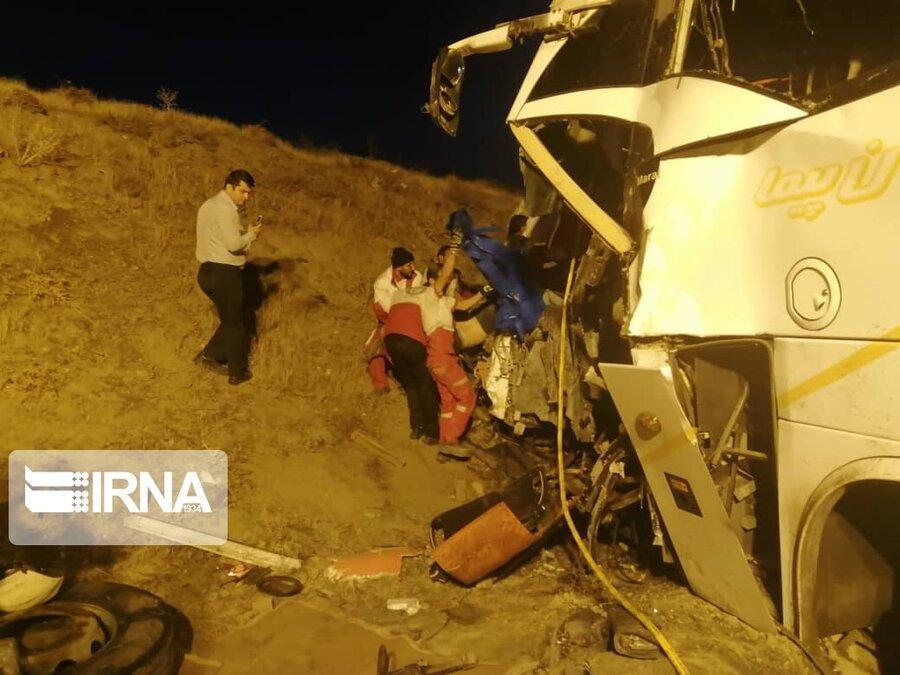 برخورد دو دستگاه اتوبوس در اسدآباد ، مرگ راننده و مجروح شدن 28 زائر اربعین